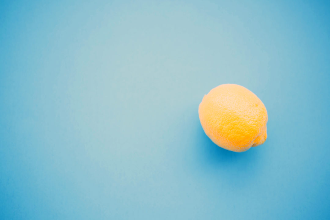 Live Love Blu - six benefits of drinking lemon water in the